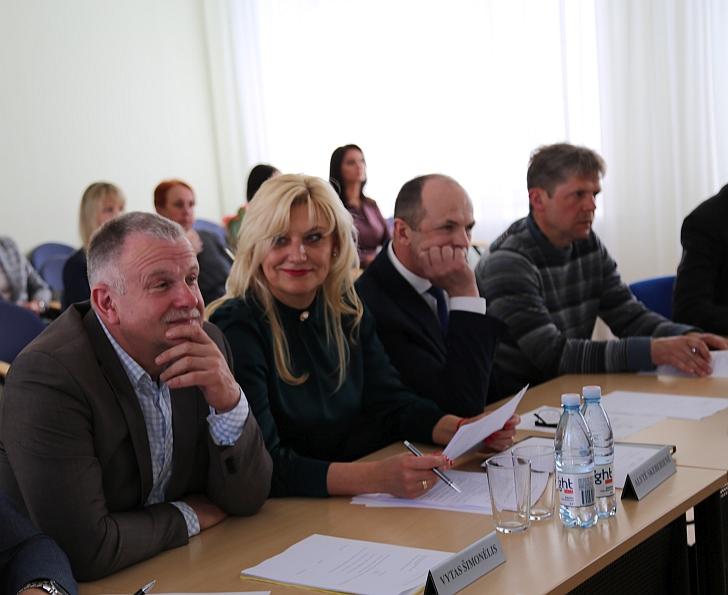 V. Šimonėlis (pirmas iš kairės).