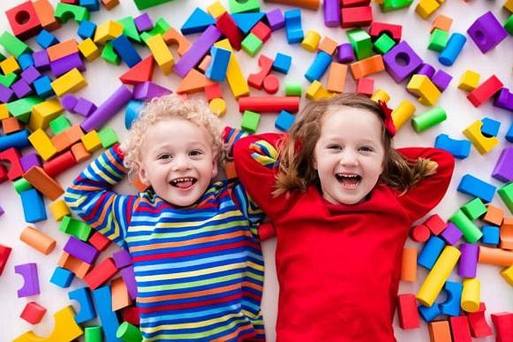 Internetu įsigyti žaislai gali nudžiuginti jūsų vaikus.