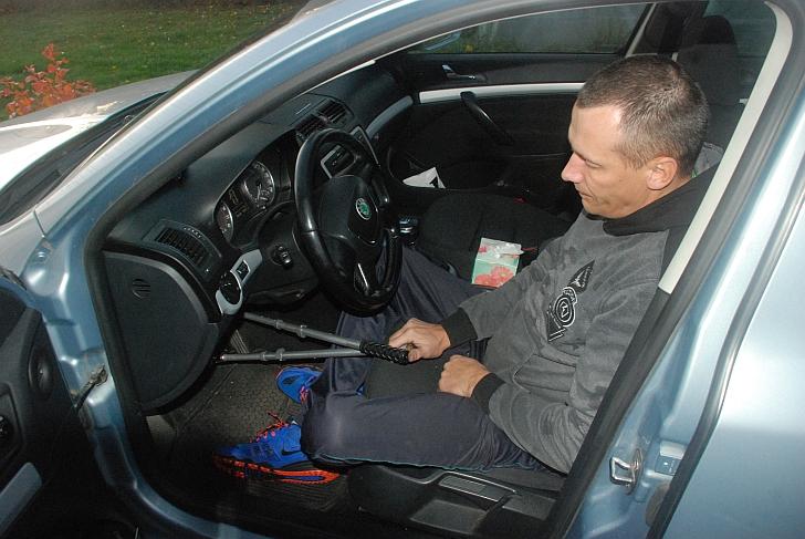 Algimantas Kojis savo automobilyje.