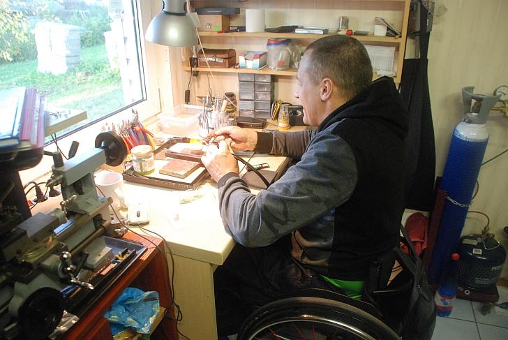 Algimantas Kojis savo dirbtuvėlėse.