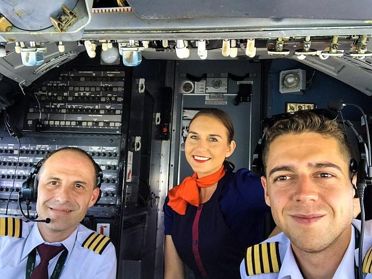 Kristina Jankauskaitė lėktuvo kabinoje.