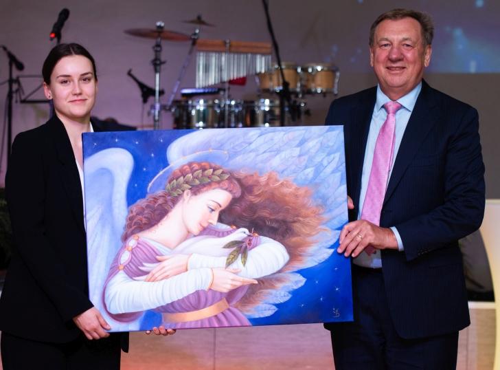 """Akcijoje """"Dalinkimės širdžių šiluma"""" paveikslą įsigijo dukra ir tėtis Kojalos."""