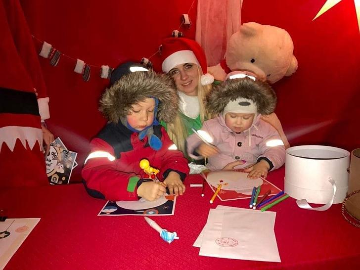 Kalėdų namelis laukia vaikų.