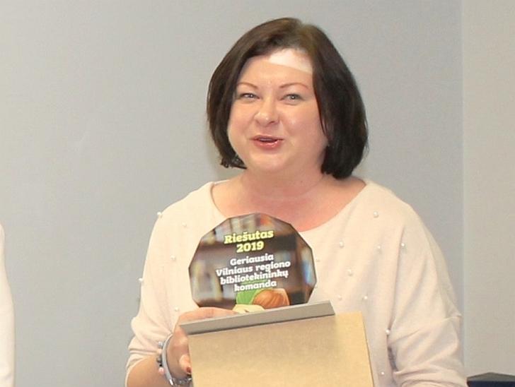 Direktorė džiaugiasi, kad Igno Šeiniaus viešoji biblioteka pelnė apdovanojimą.