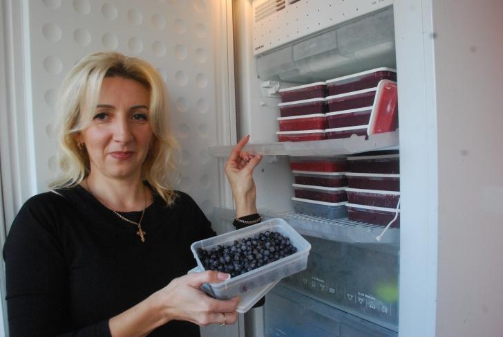 Lilija Serekpajevienė šaldiklyje randa vietos ir uogoms, ir šitake grybams.