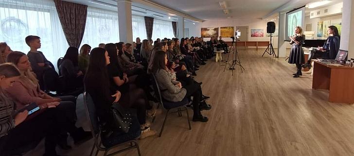 Oksana Pikul-Jasaitienė vedė grožio seminarą.