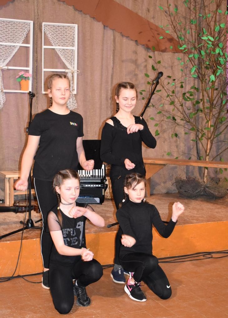 Alionių seniūnija jau turi mergaičių šokio kolektyvą.