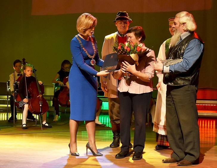 Su Igno Šeiniaus premija sveikinami Malinauskai.