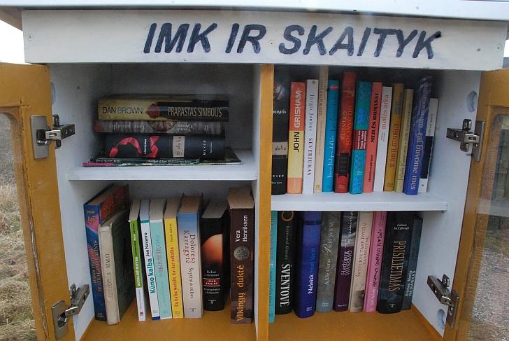 Labai turtinga maža nemokama bibliotekėlė.