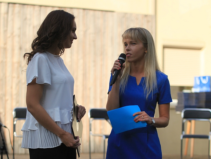 Eglė Piškinaitė (dešinėje).