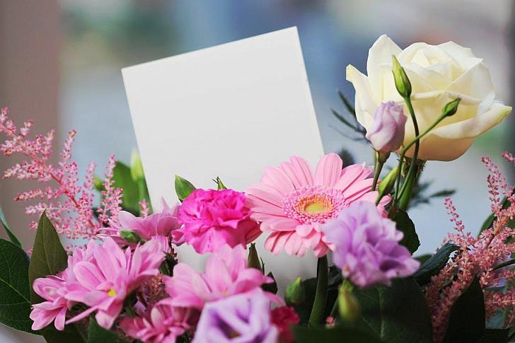 Gėlės į namus.