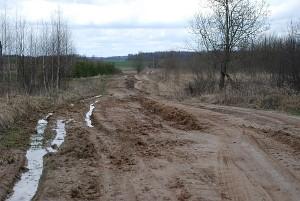 Čia tik trumpa, bet ne prasčiausia kelio Levainiai - Ūdara atkarpa. Kitur įklimpsta net traktoriai, ką jau kalbėti apie lengvuosius automobilius.