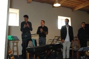 Grupė iš Čilės be greitai nuo scenos pabėgusio vokalisto ir dainų autoriaus Cristobal Rey