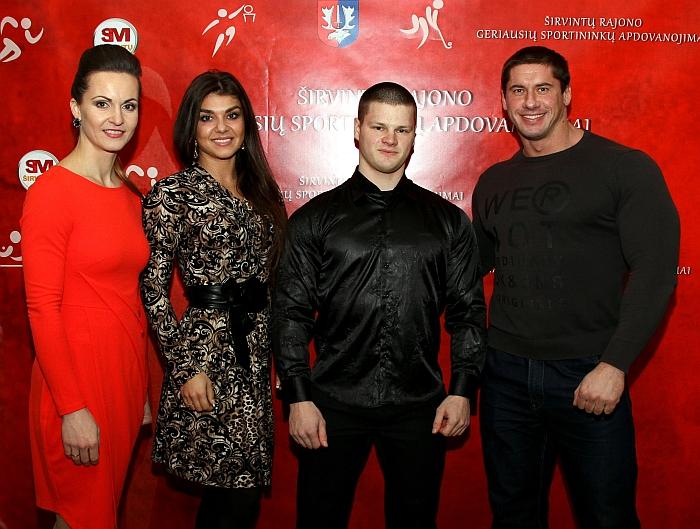 Alina Zapolskienė, Kristina Narbutaitytė ir jaunimo kultūrizmo čempionas Vilius Sosnovskis bei jo treneris Deividas Dubinas