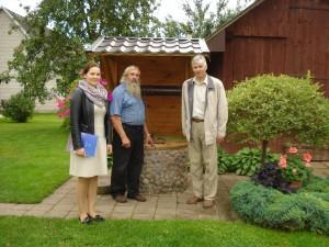 Vertinimo komisija sustojo prie Dambrauskų sodyboje esančio šulinio.