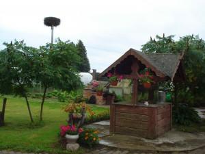 Visa aplink Šimanskų namus tvarkoma teritorija spindi švara ir tvarka.