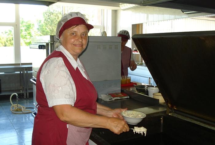 Už miltinius patiekalus ir garnyrus atsakinga virėja Galina Romaškienė.