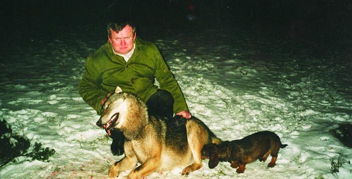 Hendrikas su vienu iš anksčiau jo nušautų vilkų.