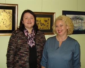 """Projekto """"Keltas vakar ir šiandien"""" koordinatorė, Kaišiadorių kultūros centro parodų organizatorė Lina Urbanavičienė (dešinėje) ir Švietimo centro direktorė Daiva Vinciūnienė."""