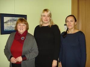 Padalių-Čiobiškio kelto jubiliejui skirto plenero dalyvės-dailininkės: (iš kairės į dešinę) Valentina Brazaitienė, Sigita Kaminskienė, Jolita Jurkevičiūtė.