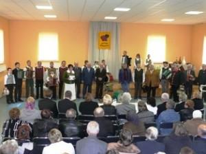 Prieš muzikinį maratoną prieš žiūrovus ir komisiją išsirikiavo visi varžytuvių dalyviai.