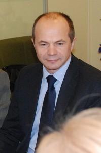 Rajono tarybos narys Alfredas Astikas Darbo partijos frakcijos vardu rajono merui priminė apie sumažėjusias naftos kainas ir tuo pagrindu pasiūlė šilumos kainas sumažinti.