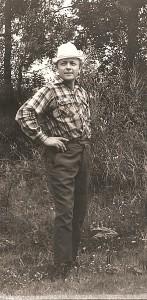 Kazimieras Autukevičius Gelvonuose. 1957 metai.