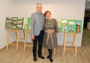 Prie savo stendo kryždirbys Kęstutis Norušis su žmona Stanislava.
