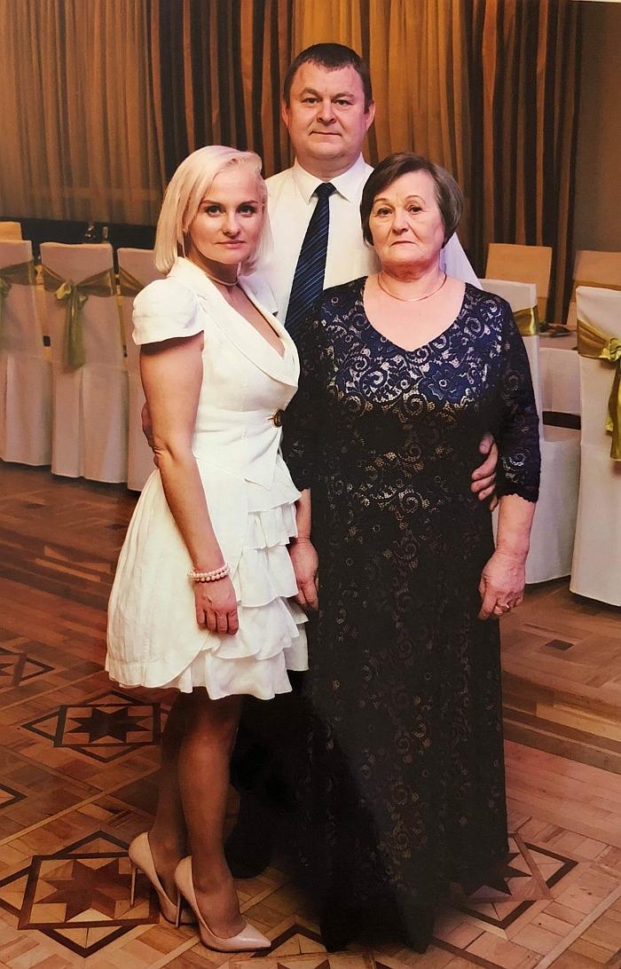 Donata Bankauskienė negailėjo gražių žodžių savo krikšto mamai Tatjanai (pirma iš dešinės).
