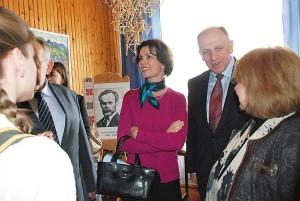 Vyriausybės kanclerio pirmasis pavaduotojas Remigijus Motuzas ir Švedijos ambasadorė Lietuvoje Cecilia Ruthström-Ruin lankėsi Igno Šeiniaus muziejuje.