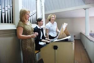 Sakralinę muziką atliko: (iš kairės į dešinę) Regina Šilinskaitė, Julita Butkutė ir Diana Encienė.