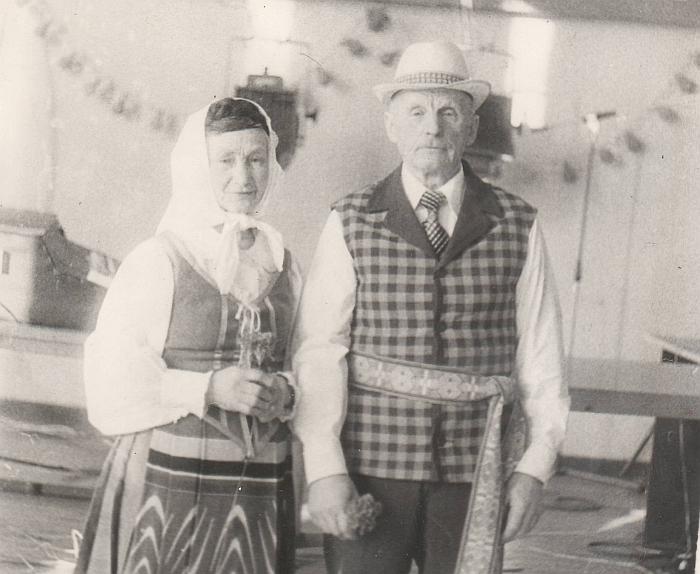Buvę aktyvūs bibliotekos skaitytojai Marcelija ir Petras Pavasariai iš Pyplių kaimo.