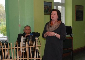 Širvintų Igno Šeiniaus viešosios bibliotekos direktorė Vaiva Daugėlienė sveikina bagaslaviškiečius su bibliotekos jubiliejumi.