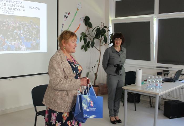Sveikina Širvintų rajono savivaldybės administracijos Švietimo ir kultūros skyriaus vedėja Regina Jagminienė.