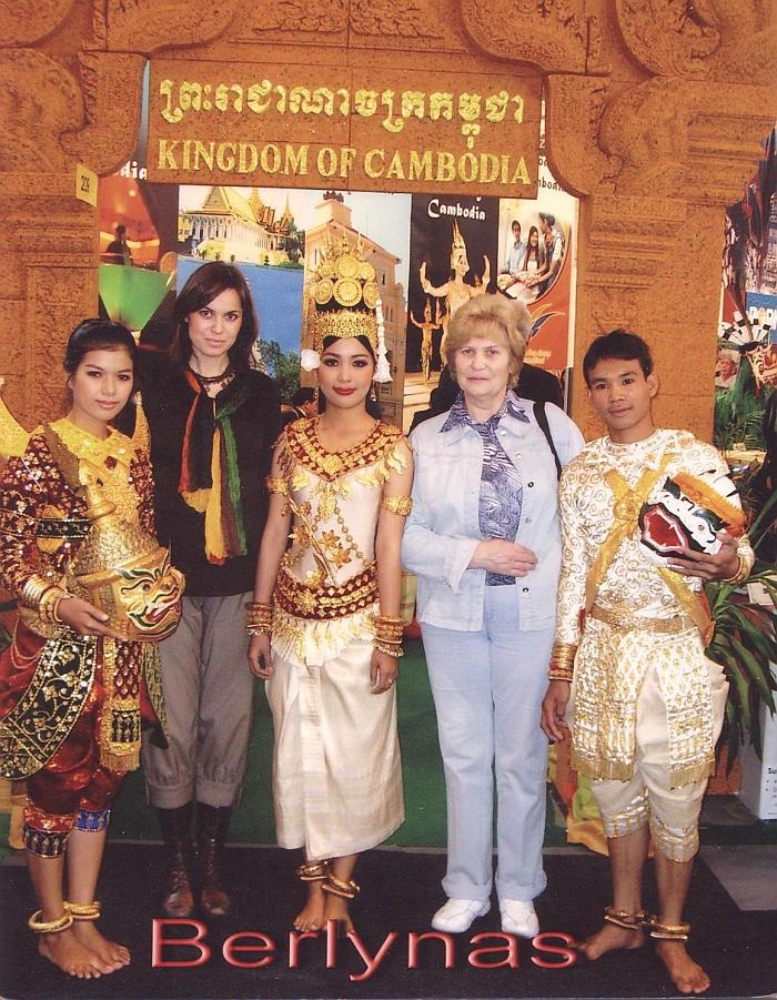 Tarptautinėje turizmo mugėje Vokietijoje su dukra Egle ir Kambodžos atstovais.