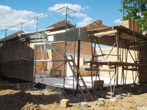Mažam pastatėliui su terasa prie neperspektyvios mokyklėlės buvusieji žarstė milžiniškas sumas...