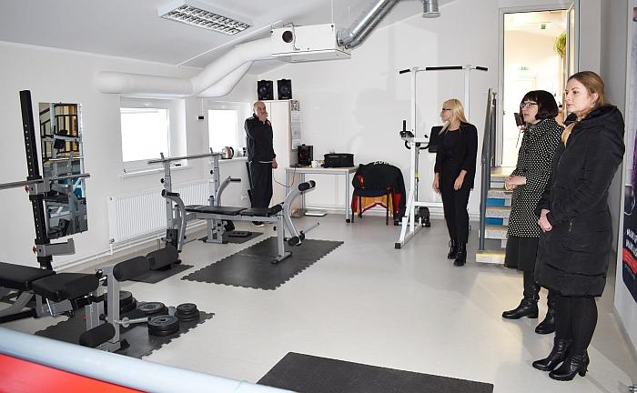 Moderni treniruoklių salė sutraukia daugybę sportuojančio jaunimo iš Bartkuškio ir kitų vietovių.