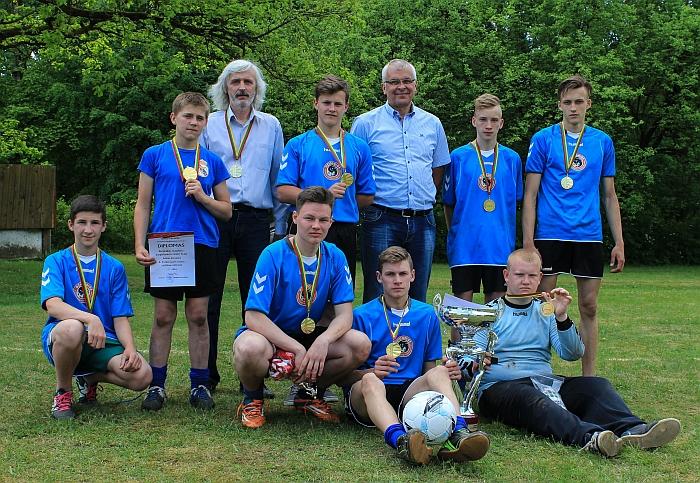 Pirmąją vietą ir Rimanto Turskio pereinamąją taurę iškovojo Bartkuškio futbolininkai.