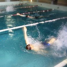 Plaukimas - ne tik sportas, bet ir gydomoji procedūra. Tad baseinas daugumai jaunųjų širvintiškių tikras išsigelbėjimas stuburo problemoms gydytis.