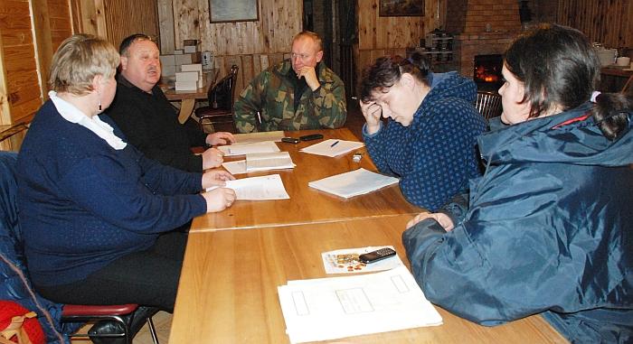 Skubos tvarka buvo sušauktas Vileikiškių kaimo bendruomenės valdybos susirinkimas.