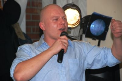 karaokeg1.JPG