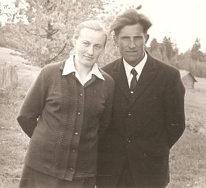 Janina ir Antanas Bilotai gimtajame Kriaunų kaime prieš daugiau nei 40 metų.