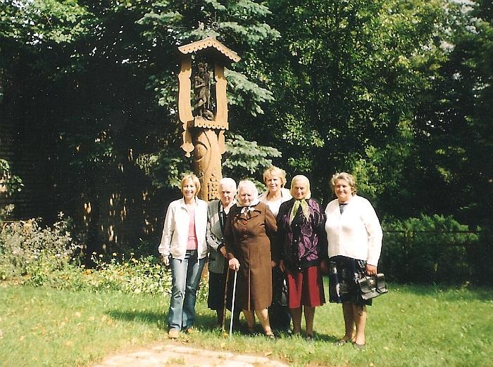Šimonių šeimos moterys (antra iš dešinės Janina Šimonytė-Bilotienė).