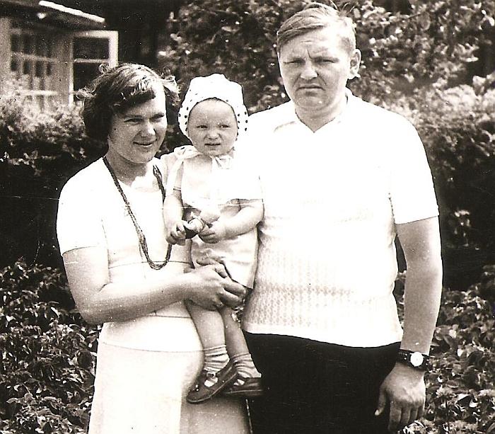 Danutė Blusevičienė su vyru Juozu ir dukra Jurgita. 1975 m.