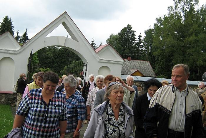 Prie unikalios Čiobiškio bažnyčios