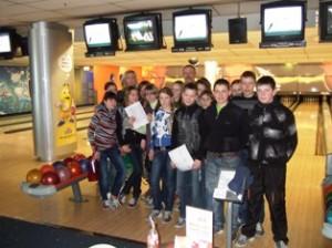 7 klasės mokiniai su Živile Pinskuviene ir auklėtoju Sigitu Miknevičiumi.