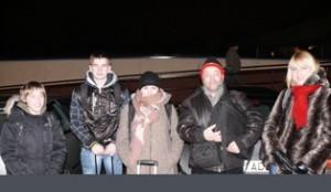 Pirmasis ilgos kelionės taškas - Vilniaus autobusų stotis. Iš kairės į dešinę: Petras Tonkevičius, Žygimantas Vitkauskas, Rasa Rulevičiūtė, Remigijus Bonikatas ir Diana Bakšanskienė.