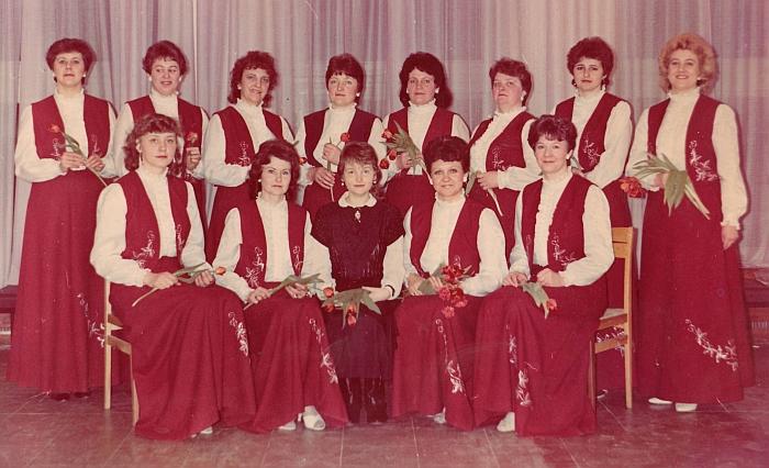 """1988 metai. Nusipelnęs moterų vokalinis ansamblis """"Širvinta""""."""