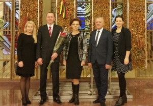 Ingrida Baltušytė-Četrauskienė, Daiva Puzinienė ir Janina Greiciūnaitė pasveikino Širvintų rajono gyventojų atstovą Seime Petrą Čimbarą (antras iš kairės).