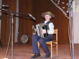 Neatskiriama čiobiškiečių kultūrinio gyvenimo dalimi tapo Juknonių kaimo muzikantas Stepas Pranckevičius.